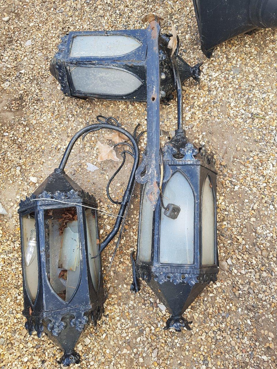 1920 Wall Lamp – Need Of Repair