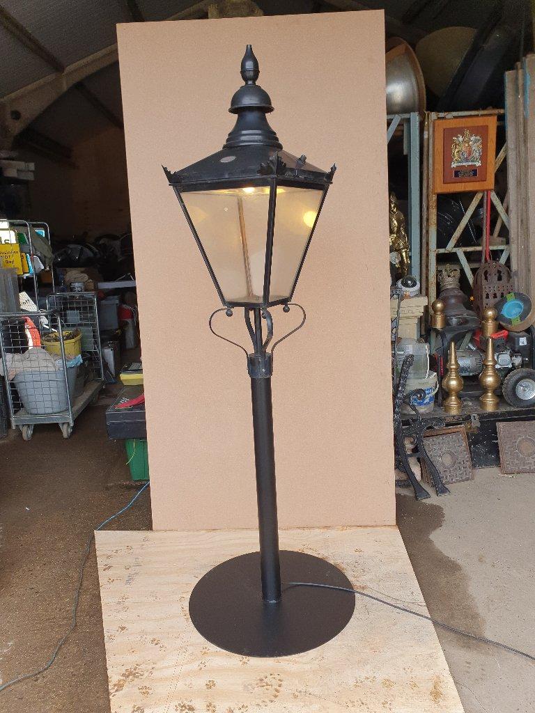 DW Street Light On Stand