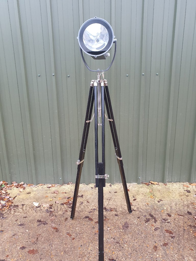 Thorn Light On Adjustable Triopod