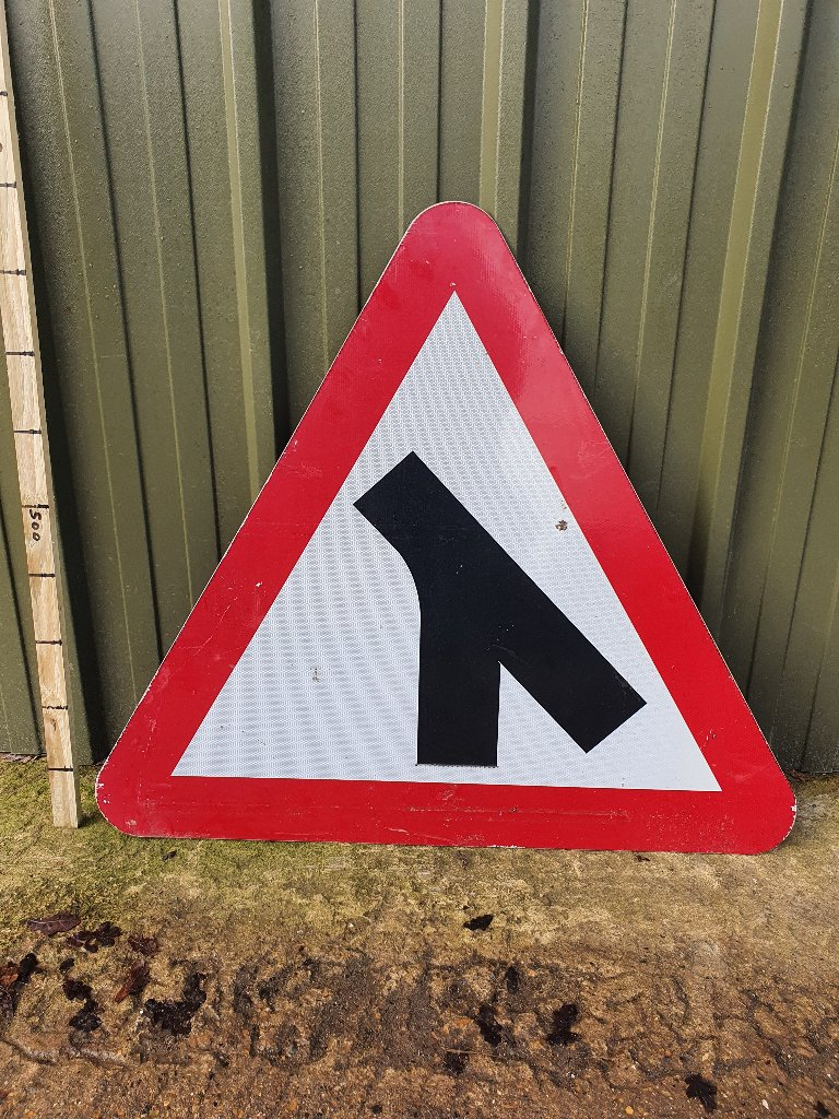 Sign Traffic Merge 900mm