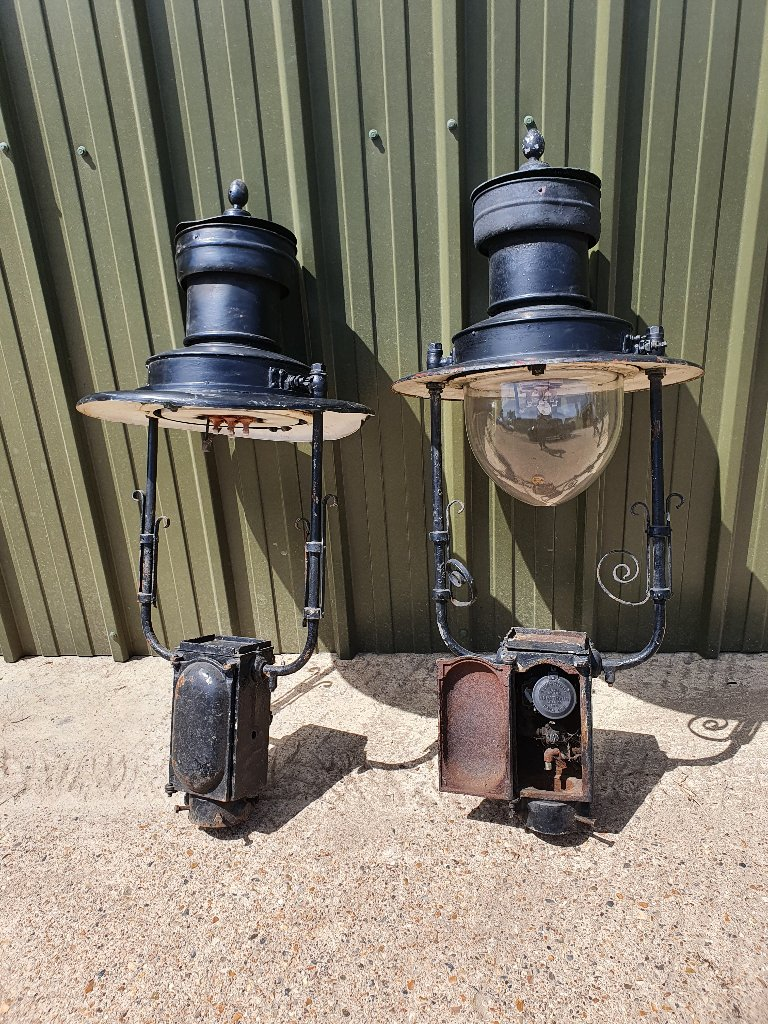 London Gas Lights – With Glass Dome