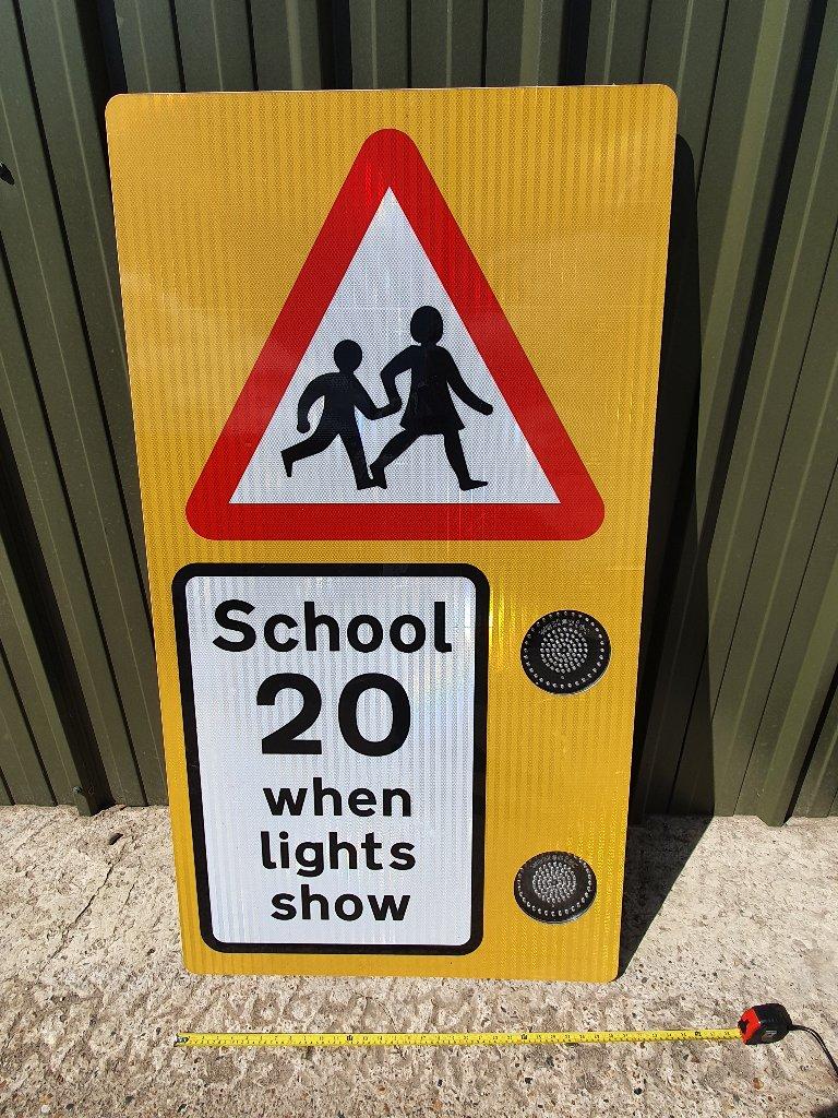 School 20 MPH Flashing Led Light Warning Sign
