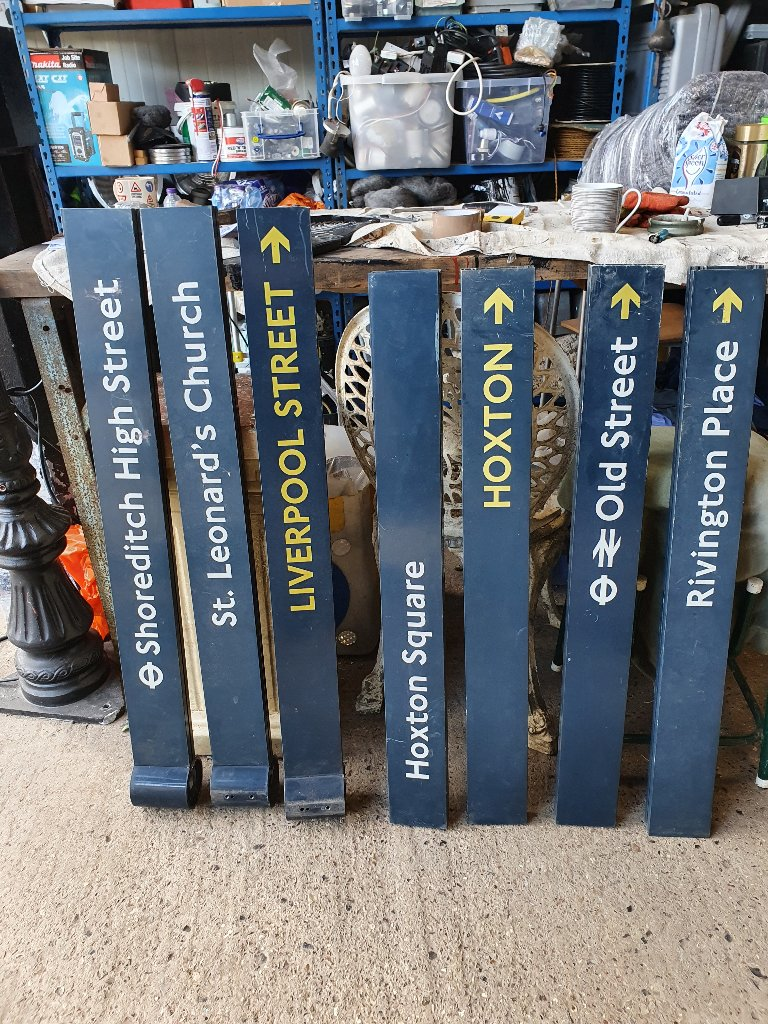 Aluminium Double Sided Finger Posts – Famous London Landmarks And Rail Stations