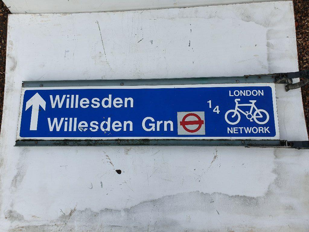 Willesden / Willsden Bus StationSign