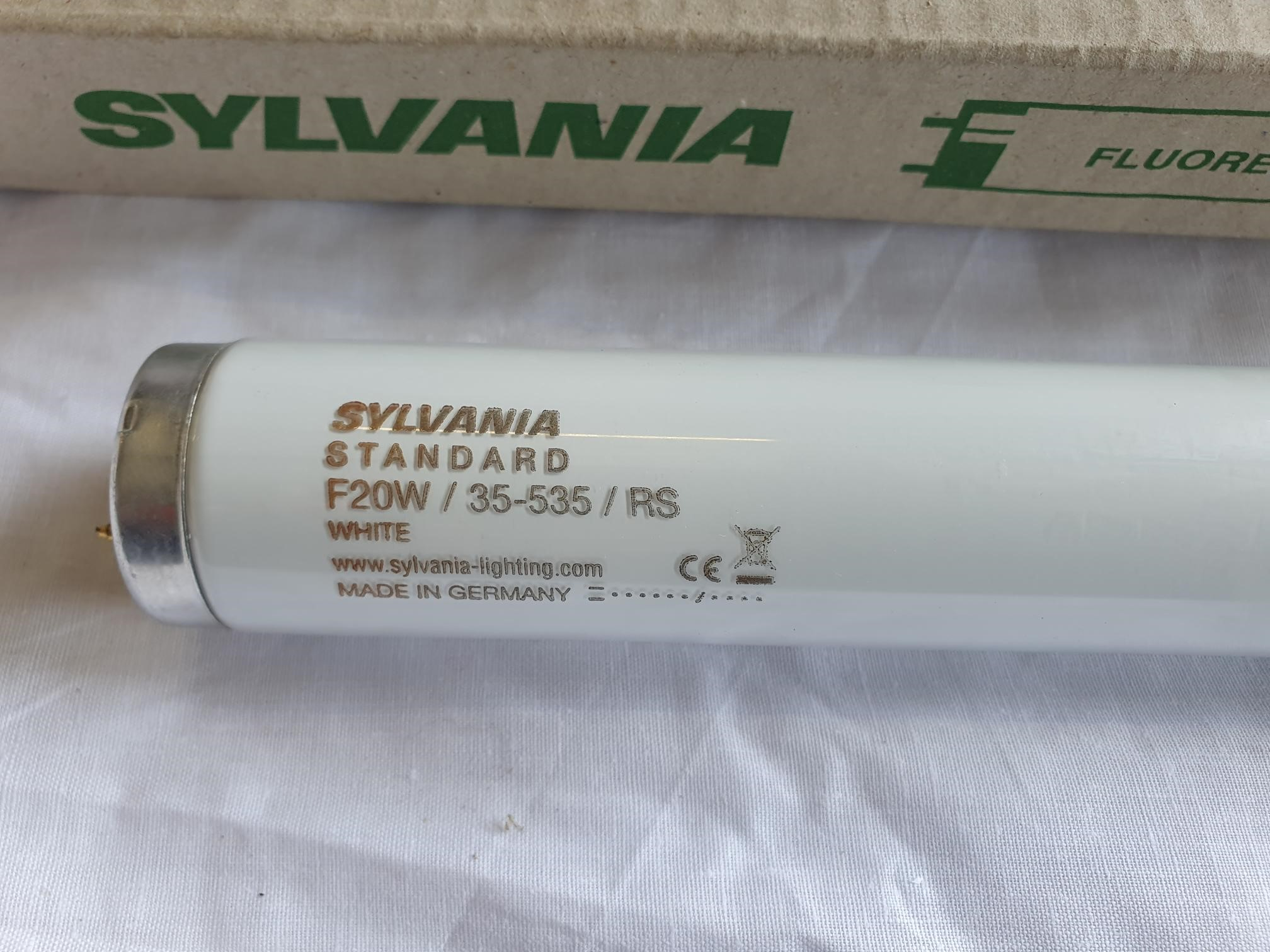 Sylvania Florescent Tube Standard F20W 35 535 RS White 590 Mm Long